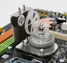 Stirling engine to cool CPU Build A Pc, Gaming Pc Build, Computer Case, Gaming Computer, Computer Science, Technology Gadgets, Tech Gadgets, Stirling Engine, Solar