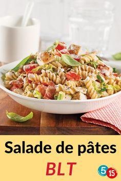 Bacon, laitue et tomates: un trio qu'on adore! Il est en vedette dans cette salade de pâtes à 5 ingrédients. Avec du poulet grillé en plus, c'est gagnant sur toute la ligne! Pasta Salad, Bacon, Ethnic Recipes, Food, Al Dente, Grilled Chicken, Kitchens, Lettuce Romaine, Salads