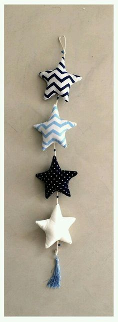 Creation Deco, Creation Couture, Diy Projects To Try, Craft Projects, Felt Crafts, Diy And Crafts, Felt Ornaments, Christmas Ornaments, Sewing Crafts