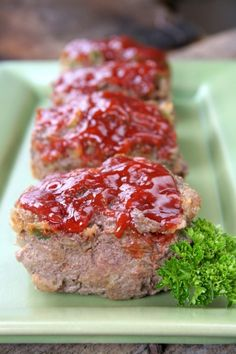 Quick, easy and nutritious! It doesn't get tastier than a mini meatloaf made with grass fed ground beef. Just the right size for anyone in your family. Veggie Meatloaf, Healthy Meatloaf, Meatloaf Recipes, Beef Recipes, Healthy Appetizers, Healthy Eating Recipes, Vegan Breakfast Recipes, Bacon And Egg Casserole, Breakfast Casserole Sausage