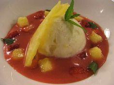 Ricetta Gazpacho di fragoline di bosco al pepe verde con ghiacciato alla pina colada | Alice.tv