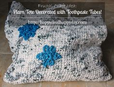 Here is a very simple crochet pattern that shows you how to make a plarn tote decorated with toothpaste tubes. Ultimate upcycling craft!