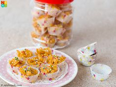 Easy and fast four-ingredient recipe for baked honey cornflake cups. Pastry Recipes, Sweets Recipes, Baking Recipes, Cookie Recipes, Desserts, Honey Cornflakes, No Bake Snacks, Baking With Kids, Sweet Pastries