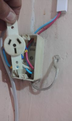 Contos do Gilson Eletricista: Zé Maria faxineiro e o aterramento no chuveiro elé...
