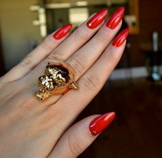 red summer nails