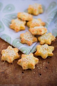 Фото к рецепту: Сырное печенье с кунжутом