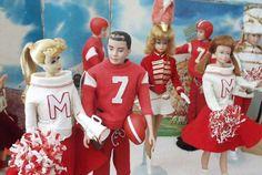 Vintage Cheerleader Barbie, Ken, Midge, Allan and Skipper on Game Day Barbie Dream, Play Barbie, Barbie Life, Barbie World, Barbie And Ken, Barbie Diorama, Ken Doll, Vintage Barbie Dolls, Barbie Collection