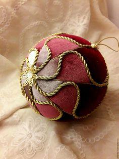 """Купить или заказать """"Сердце розы"""" ёлочный или интерьерный шар в интернет магазине на Ярмарке Мастеров. С доставкой по России и СНГ. Материалы: пенопластовый шар, бархат-стрейч,…. Размер: Диаметр шара 12 см"""