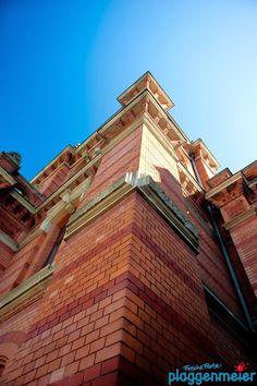 Umfangreich, da alle Elemente der Fassade mit Sorgfalt behandelt werden müssen