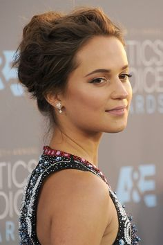 Red carpet hairstyle. Textured updo - Alicia Vikander. Celebrity hairstyle.