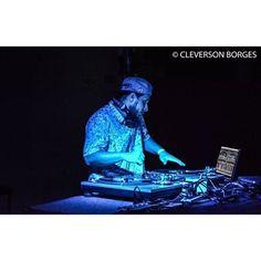 @dj_rafilskis no comando dos toca discos |- CIDADE VERDE SOUNDS 13/11 no Brasuca #reggaemusic #reggaevive #dub #bobmarley #cidadeverdesounds #paralelourbano #music #sonoridades #brasuca #bolachassonoras #musicaboa #seletas #discotecagem #realdjs #turntablism #djs #pow #tey #pesado paralelo urbano by paralelourbano http://ift.tt/1HNGVsC