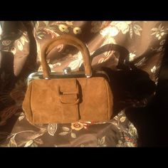 VINTAGE HANDBAG Very beautiful vintage hand bag excellent condition trimmed in metal clasp inside is a forest Green. Interior. Also has an pocket mirror . Vintage SABER Bags Satchels