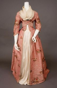 Pink silk brocade robe -- Sack back open gown of rose pink ribbed silk brocaded with scattered multicolored flower sprays and small cream flower sprigs, looped cream silk fringe trim ~ from Tasha Tudor Historic Costume Collection (New Hope, PA) 18th Century Dress, 18th Century Clothing, 18th Century Fashion, Vintage Gowns, Vintage Outfits, Vintage Fashion, Victorian Dresses, Vintage Hats, 1950s Fashion