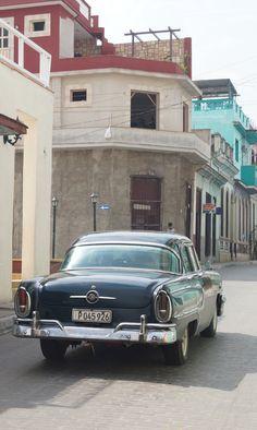 Mercury   A lovely classic vehicle driving down the street. Santa Clara, Villa Clara, Cuba Taken on April 30, 2015 Copyright: Czarina FengZeTian