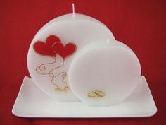 Candle & Rings - Hochzeitskerze Doppeldocht zwei Herzen  Gerne können wir Ihnen die Hochzeitskerze auch individuell beschriften.  Für die individuelle Beschriftung ( Vorname und Datum ) werden Wachsbuchstaben und Zahlen mit einer Größe von 8 mm in gold oder silber verwendet. Diy And Crafts, Arts And Crafts, Candle Art, Candle Accessories, Candle Containers, Beautiful Candles, Mason Jar Diy, Diy Candles, Romantic Weddings