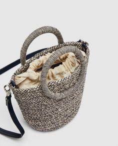 Image 4 Of Raffia-Effect Tote Bag From Z - Diy Crafts - hadido Tote Bags, Diy Tote Bag, Zara, Furoshiki, Crochet Handbags, Crochet Bags, Diy Bags Purses, Unique Bags, Basket Bag