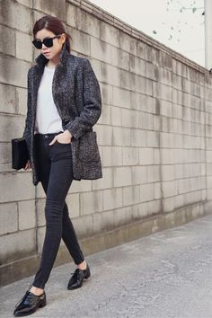 Shop this look on Lookastic:  http://lookastic.com/women/looks/crew-neck-t-shirt-coat-clutch-skinny-jeans-oxford-shoes-sunglasses/4906  — White Crew-neck T-shirt  — Charcoal Herringbone Coat  — Black Leather Clutch  — Charcoal Skinny Jeans  — Black Leather Oxford Shoes  — Black Sunglasses