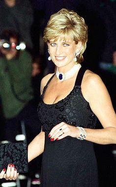 Diana, Princess of Wales. Diana Spencer - Forever in our hearts Royal Princess, Princess Diana Hair, Princess Diana Fashion, Princess Of Wales, Princess Diana Jewelry, Princess Diana Photos, Royal Queen, Princesa Diana, Princesa Real