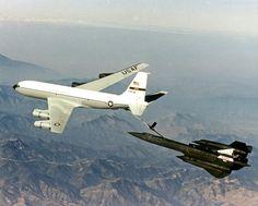 SR-71 Blackbird aircraft refuel
