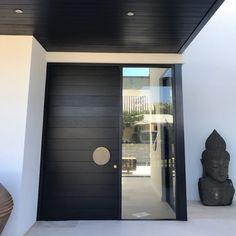 Floor boards come front door? Why not 🤷🏼♀️ Design by Manufactured by Main Door Design, Front Door Design, Facade Design, Exterior Design, House Design, Modern Entrance Door, Modern Exterior Doors, Modern Front Door, Entrance Doors
