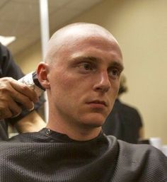 Shaved Head Styles, Skinhead Men, Bald Men Style, Low Fade Haircut, Bald Heads, Military Men, Cute Gay, Light Skin, Hairstyles Haircuts