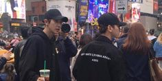 Lucky fans run into members of EXO in various locations in New York City! http://www.allkpop.com/article/2017/04/lucky-fans-run-into-members-of-exo-in-various-locations-in-new-york-city