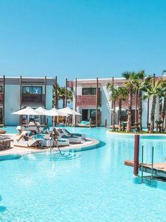 Das luxuriöse 5-Sterne Hotel Stella Island Luxury Resort & Spa auf Kreta ist ein absoluter Traum und bietet jeglichen Komfort. Das Highlight ist der Lagunen-Pool, der sich um das gesamte Resort erstreckt. Stella Island Luxury Resort Hotel Review | Greece | Griechenland | Luxus | Vacation | Urlaub | Beach | Pool