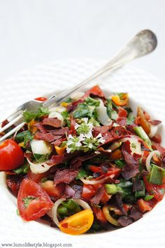 lumo lifestyle: This is how 300 kcal looks like; Spanish tomato salad