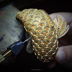 The Poetry of Time by Van Cleef & Arpels - Carpe Koï watch bracelet-SIHH 2015 -Jewelry work, assembling