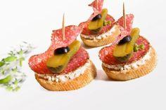 Kanapeczki koktajlove Appetizers For Party, Mini Cupcakes, Finger Foods, Cheesecake, Snacks, Cooking, Poland, Outdoor, Recipies