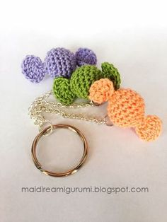 Little Candies Keychain - Free Amigurumi Pattern ( English and Italian) Scroll Down  here: http://maidireamigurumi.blogspot.it/2014/02/dolci-caramelle.html