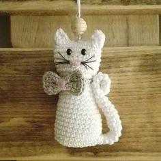 Inspiriert von pinterest und der lieben Regina von handmade_byregina #taschenbaumler #schlüsselanhänger #katze #häkeln #crochet #kitty #anhänger