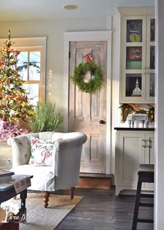 Tour a nostalgia and vintage-filled Christmas kitchen, full of repurposed ideas and home decor inspiration.