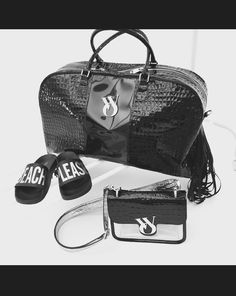 Total Black. Wear the elegance. #wyandottebags #outfitoftheday #lookoftheday #TagsForLikes #fashion #bag #cool #moda #borsa #style #love #beautiful #currentlywearing #love #trendy #whatiworetoday #ootdshare #outfit  #fashiontrends #todayimwearing  #outfitpost #fashionpost #shopping #beauty visit our website: www.wyandotte.it