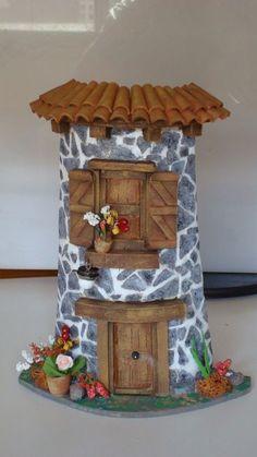 Casas … Clay Houses, Ceramic Houses, Miniature Houses, Tile Crafts, Crafts To Do, Clay Crafts, Clay Fairy House, Fairy Houses, Fairy Doors