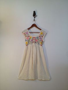Vintage  Ethnic  Mexican White Cotton Dress with Floral Embroidaries/hippies/boho