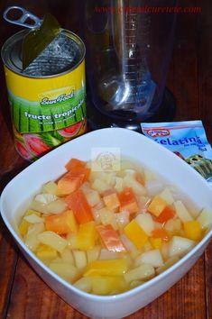 Panna cotta cu jeleu de fructe tropicale - CAIETUL CU RETETE Crack Chicken, Cantaloupe, Panna Cotta, Breast, Baking, Fruit, Desserts, Food, Tropical