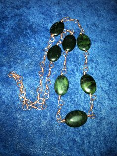 Serpentine and handcrafted copper wire chain necklace