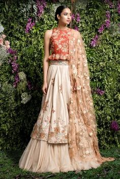 From Manish Malhotra to Rohit Bal, we have rounded up the top lehenga choli designs for Let's see which Indian lehenga trends will rule 2017 weddings! Wedding Lehenga Designs, Designer Bridal Lehenga, Bridal Lehenga Choli, Indian Lehenga, Ghagra Choli, Indowestern Lehenga, Wedding Lehnga, Wedding Updo, Wedding Dresses