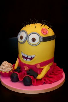 Sweet-D Cakes: A despicably pretty minion cake