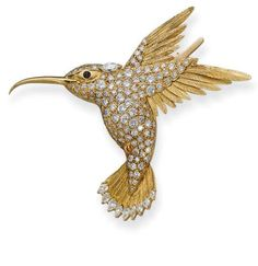 A GOLD AND DIAMOND HUMMINGBIRD BROOCH, BY VAN CLEEF & ARPELS  Designed as a pavé-set diamond hummingbird en tremblant with textured gold feathers and tail and cabochon sapphire eye, 6.5 cm long