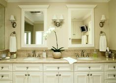 Light Traditional Bathroom with Walker Zanger Gramercy Park Sommerset Border