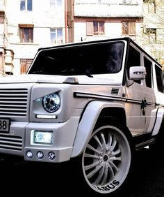 ♂ White Mercedes G Wagon