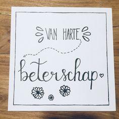 Handlettering - kaartje - van harte beterschap Emoticon, Bullet Journal, Signs, Projects, Cards, Journal Ideas, Smiley, Log Projects, Blue Prints