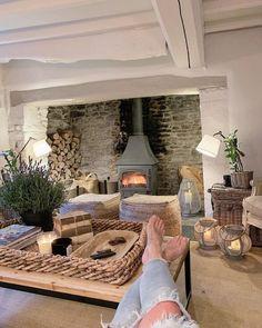 Please come back sunshine. Cottage Farmhouse, French Farmhouse, Farmhouse Decor, Living Room Interior, Living Room Decor, Living Rooms, Dream Decor, Next At Home, Living Room Inspiration