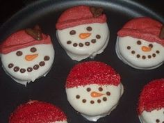 Always do chocolate covered Oreos, never thought about doing snowman with it.