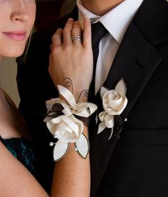 Fabric + Wire + Paper = Prom Corsage and Boutonniere : : Tutorial