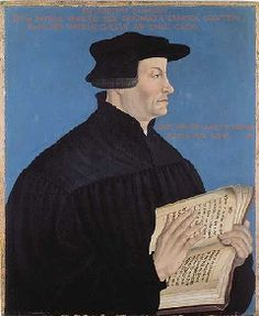 ULRICH ZWINGLI ✦ 1484-1531. Zwinglin näkemyksen mukaan Luther oli jättänyt uudistukset puolitiehen, ja jatkoi itse poistamalla kaikki tavat ja opit, joille ei Raamatusta tukea löytynyt. Hän simppelöitti kirkkotilat vielä Lutheriakin enemmän. Opilliset mielipiteet olivat osapuilleen samat, mutta esimerkiksi ehtoollisessa ei Zwingli Lutherin tapaan uskonut Jumalan olevan läsnä. Tämä eriytti reformaation tiet.