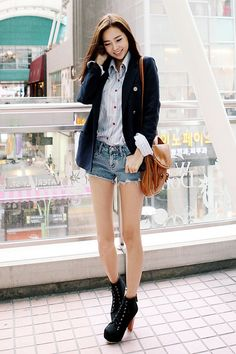 ASIAN STREET FASHION: Jackets and sweaters for people on the go