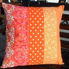 Housse de coussin orange vitaminé en patchwork 2